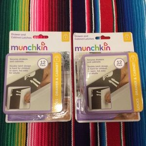 NWT MUNCHKIN DRAWER AND CABINET LATCHES 2 BOXERS.